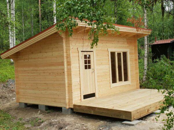 Friggeboda 15 m² funkismodell med tillval 2,5 m altandäck och höga fönster