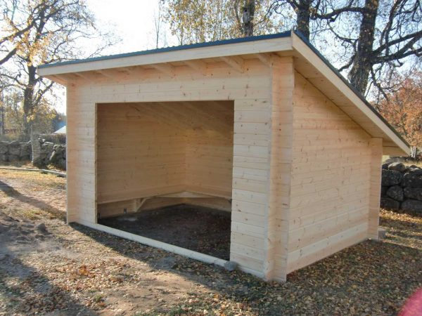 Väderskydd 11,8 m² med bänkar efter tre sidor