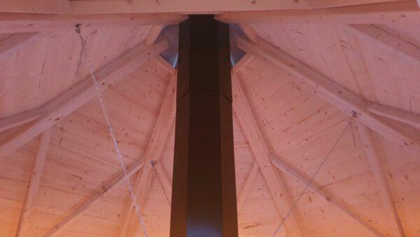 Grillstuga Vildmark med sexkantig skorsten